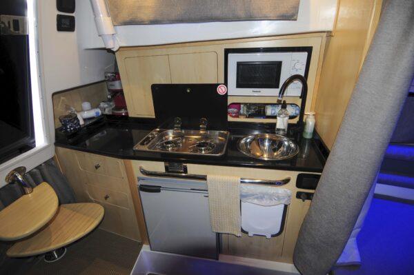 Saver 330 Walkaround Nautic Service Lago Di Garda Cucina