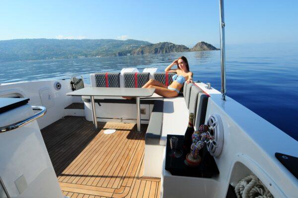 Saver 330 Walkaround Nautic Service Lago Di Garda Divano Poppa3