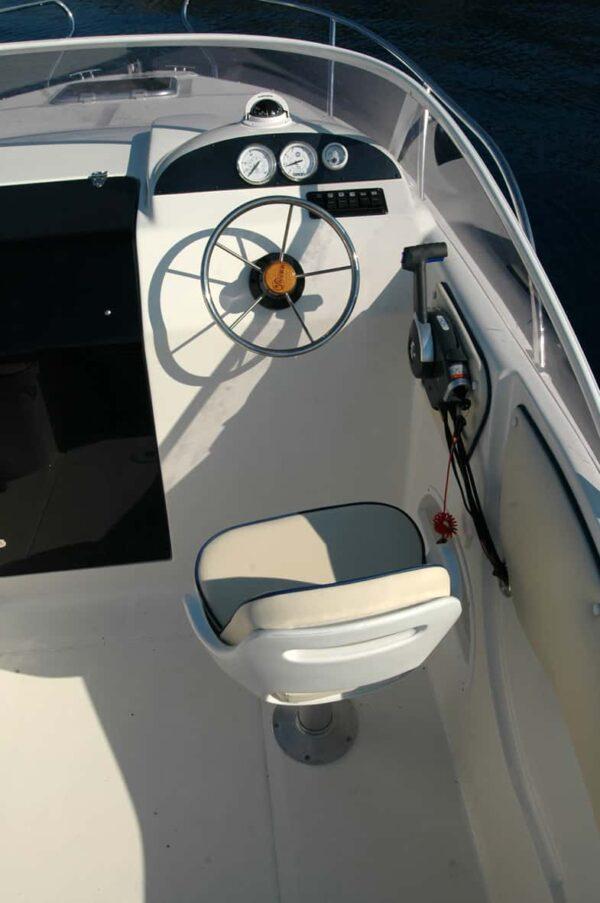 Saver 590 Cabin Nautic Service Lago Di Garda Posto Guida