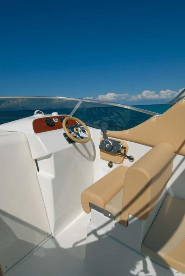 Saver 690 Cabin Sport Nautic Service Lago Di Garda Posto Guida2