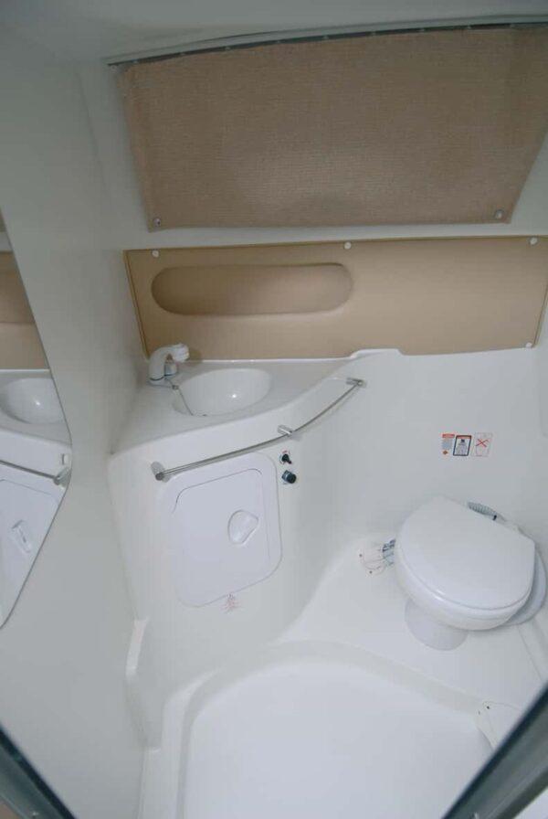 Saver 690 Cabin Sport Nautic Service Lago Di Garda Toilette4