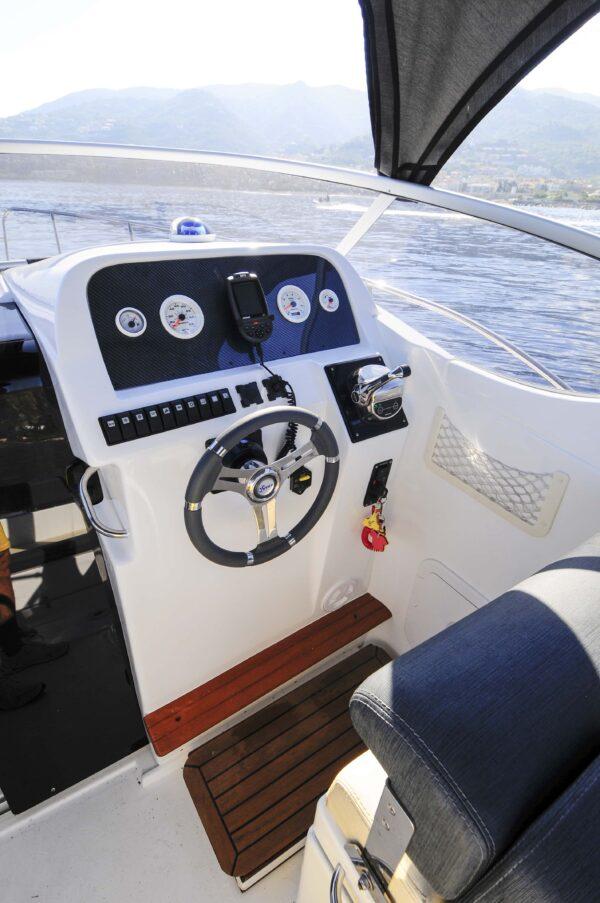 Saver 750 Cabin Sport Nautic Service Lago Di Garda Posto Guida4