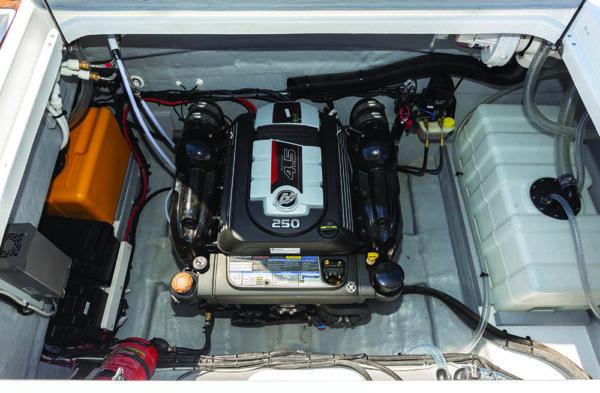 Saver 830 Cabin Efb Nautic Service Lago Di Garda Saver Cabin9